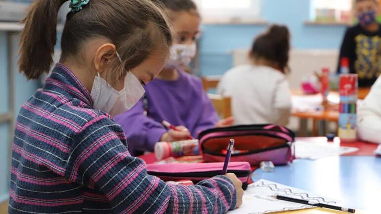 Okullarda tehlikeli tartışma... Aşılı-aşısız veli kavgası