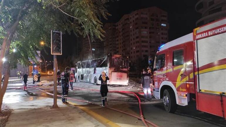 Ankarada korkunç kaza Kaza yapan otobüs alev aldı: 1 ölü, 20 yaralı