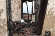 Köpek beslemesinden şikayet eden kişinin evini yaktı