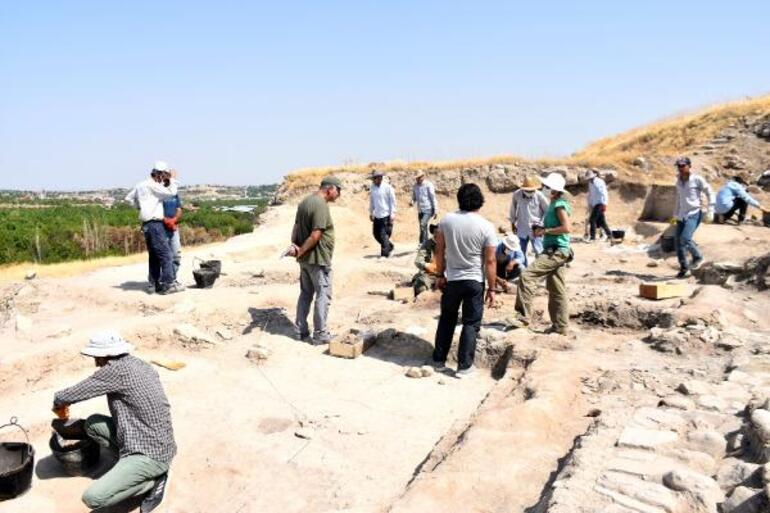 Arslantepede 5 bin 621 yıllık 250 mühür bulundu